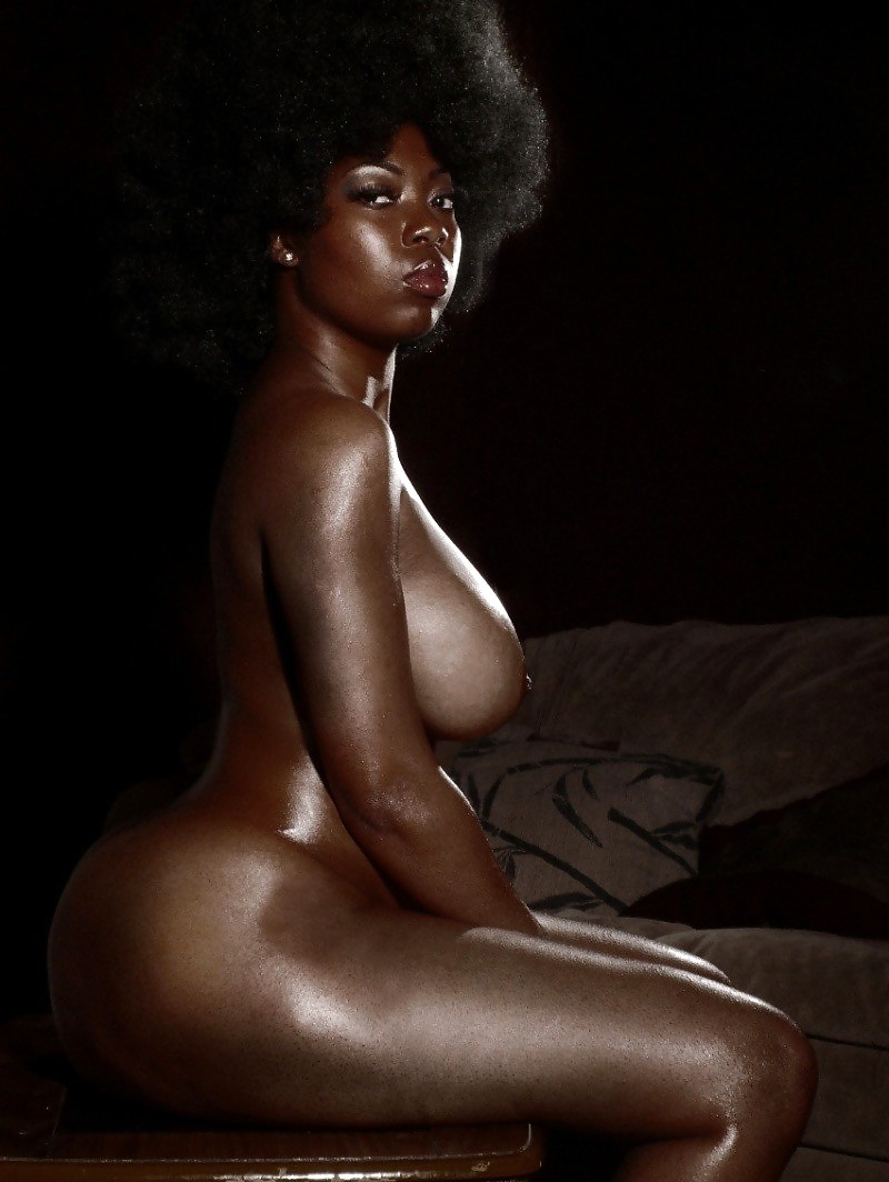 Sexy black nude woman