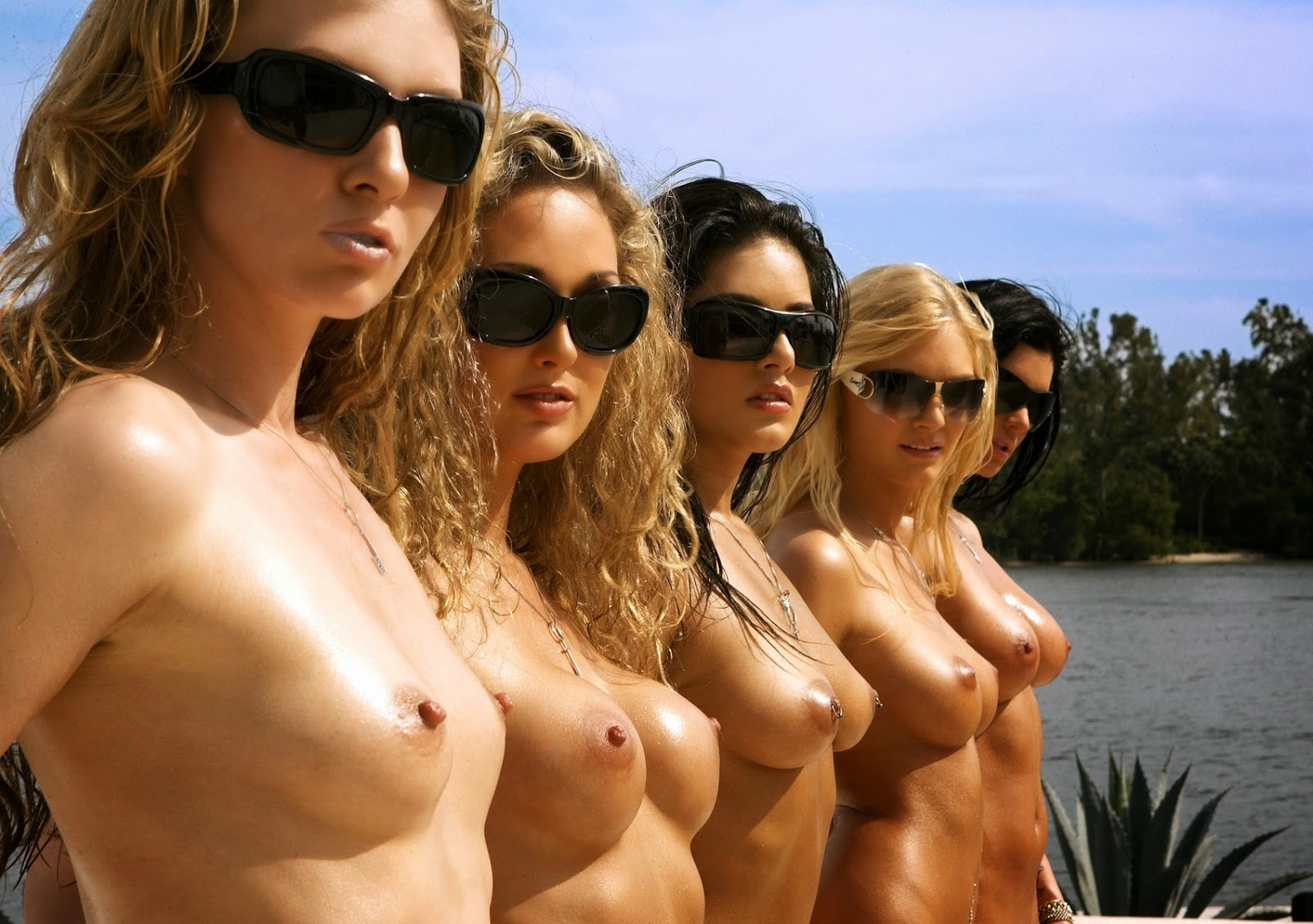 College girls topless m — photo 1