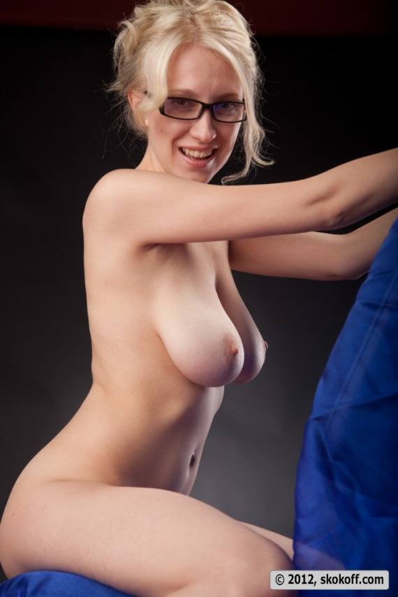 hot naked women with glasses on