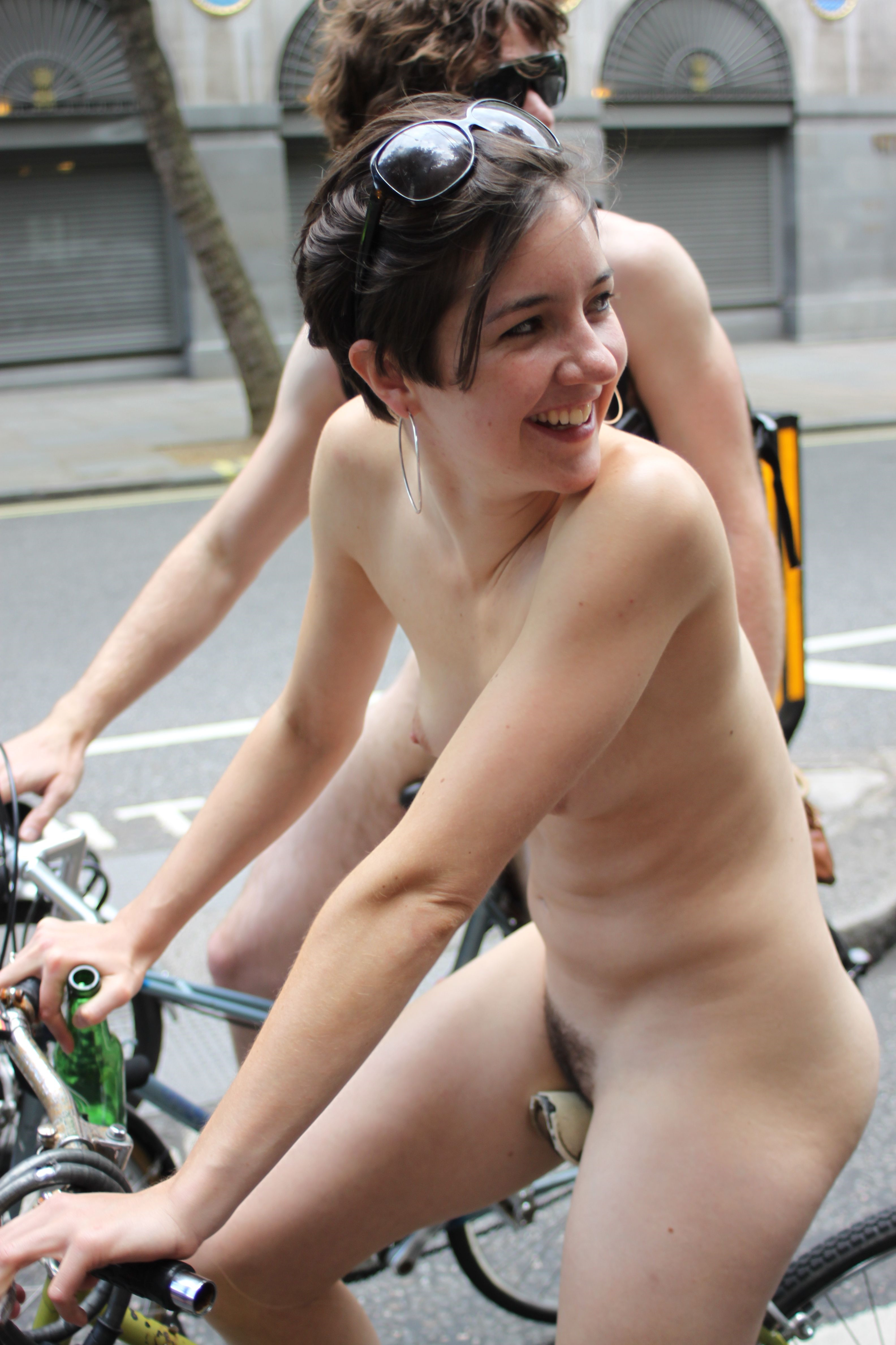 naked-chicks-riding-bicycles