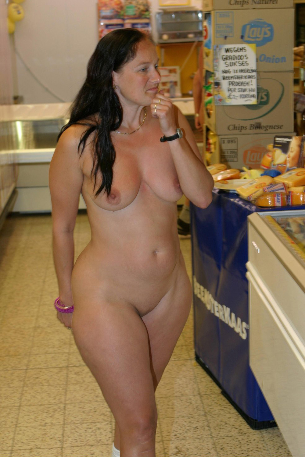naked amateur big hips moms