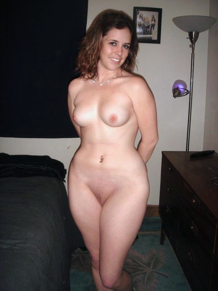 Nude mom with wide hips