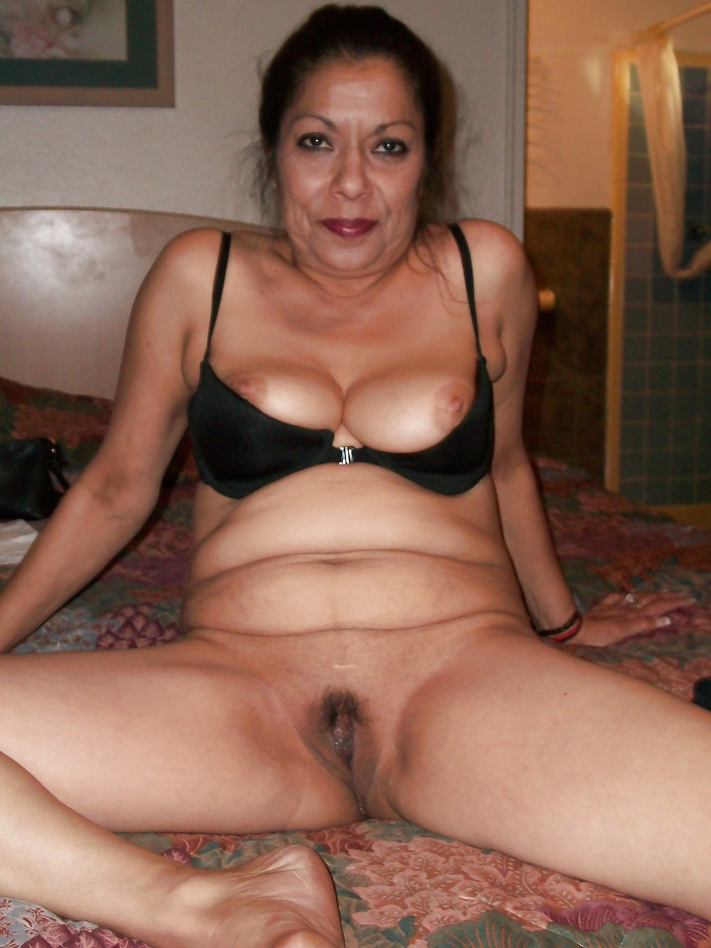 Latina mature naked, young girl fucking big dick