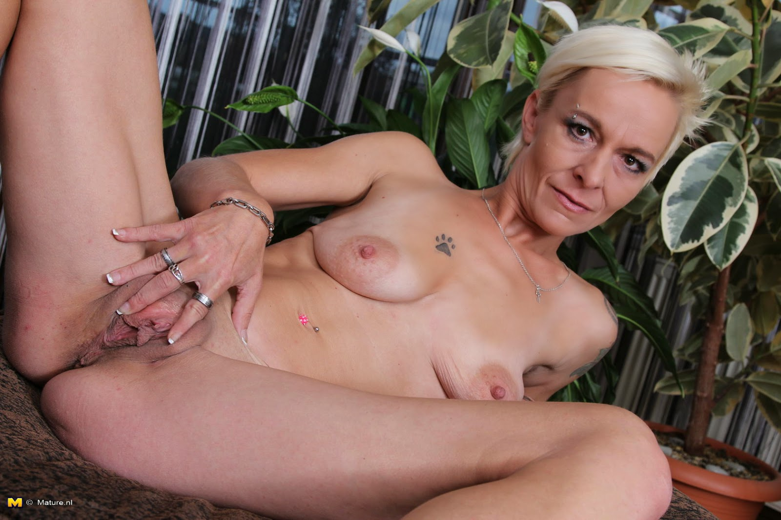 Mature naked woman skinny