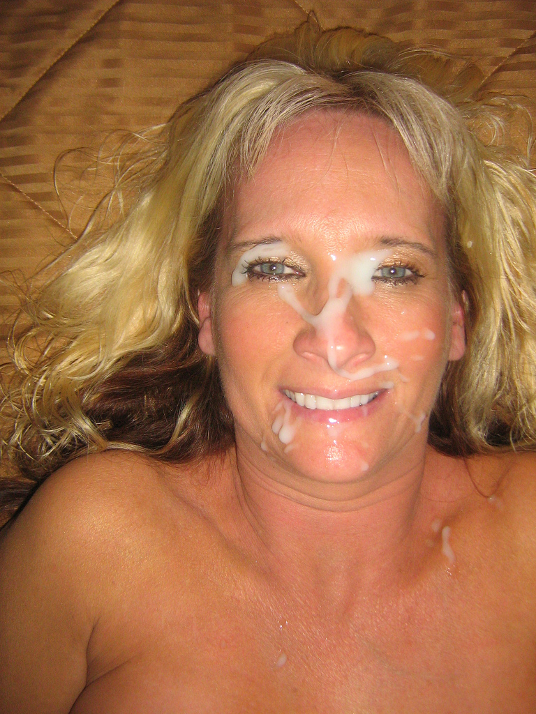 Mature mother sucking sons cock