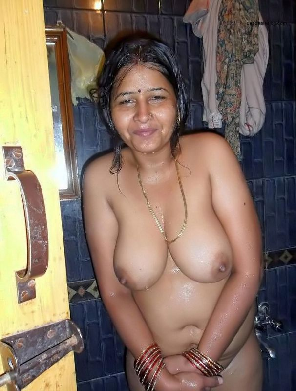 Indian aunty in petticoat photos