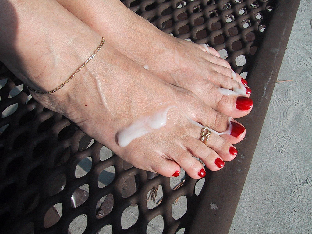 Love Cummy bare foot pictures