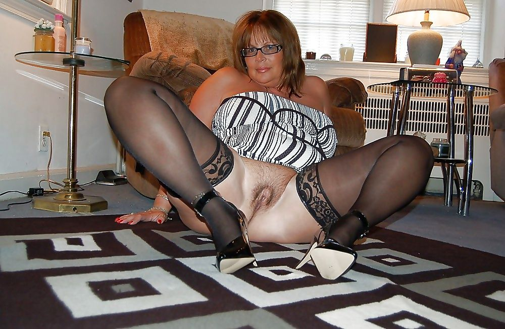 Redhead mature women in videos with stocking
