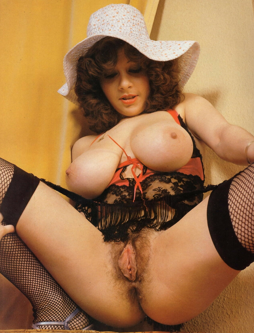 Diana Wynn Retro Big Natural Tits And Hairy Pussy In Solo Compilation