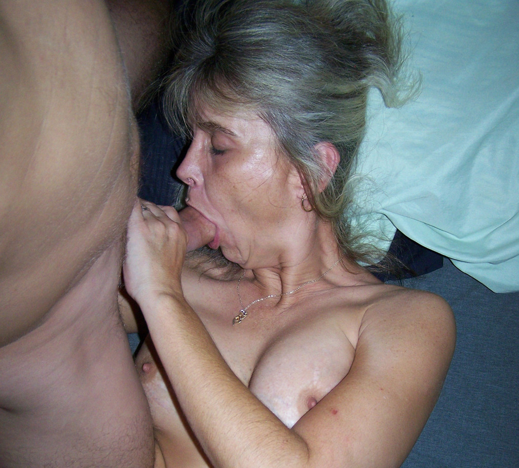Amateur mature blow job