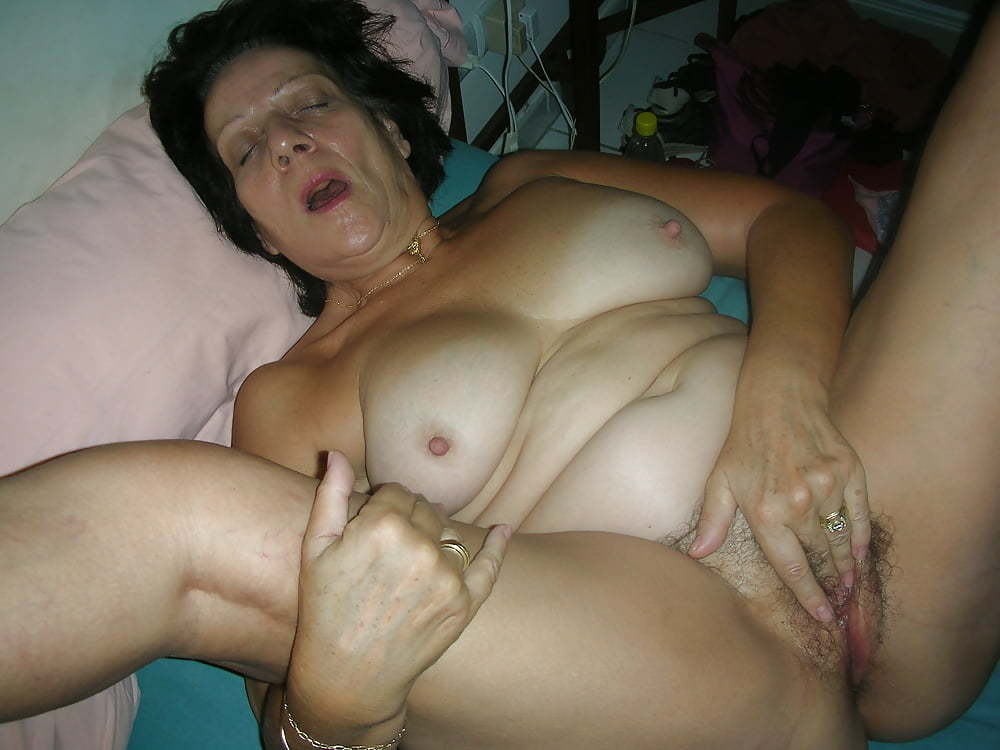 Hot Teen Rubbing Her Pussy