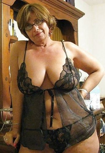Sexy mature huge tits
