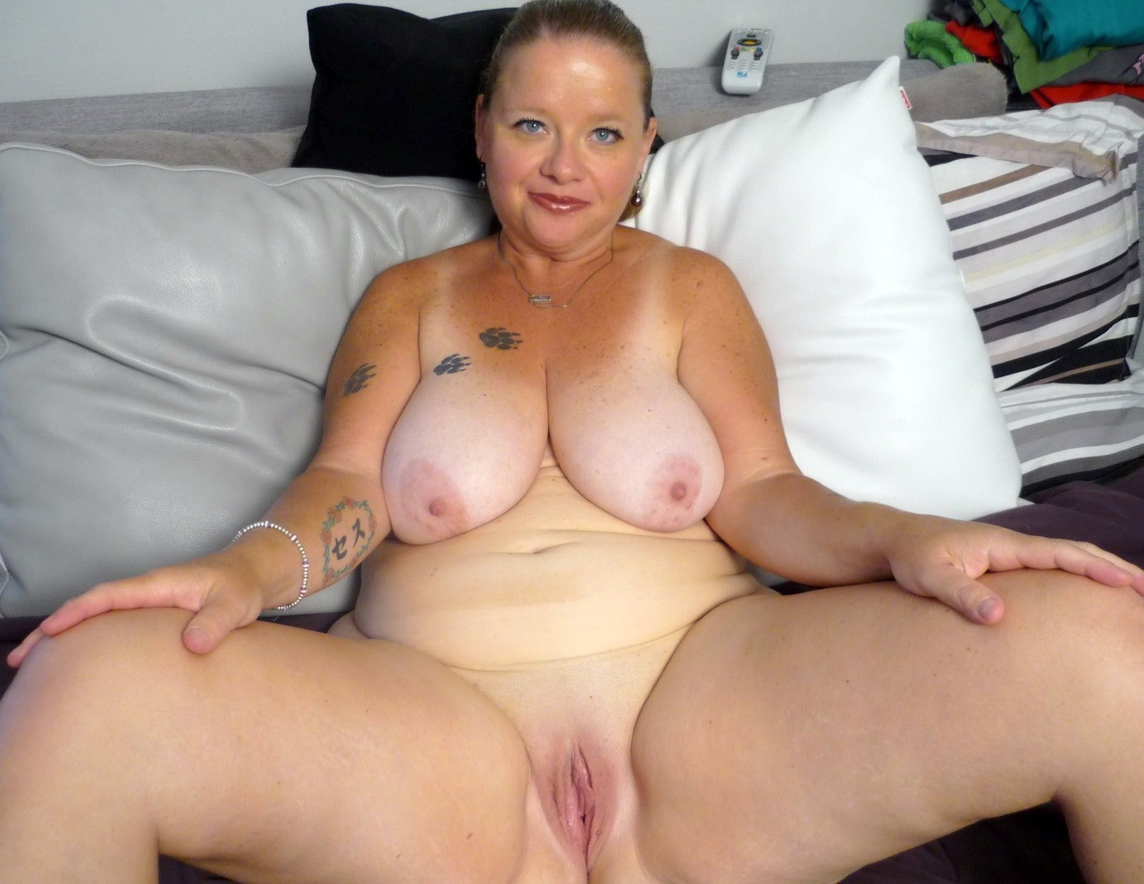 Pierced pussy insertion in ass