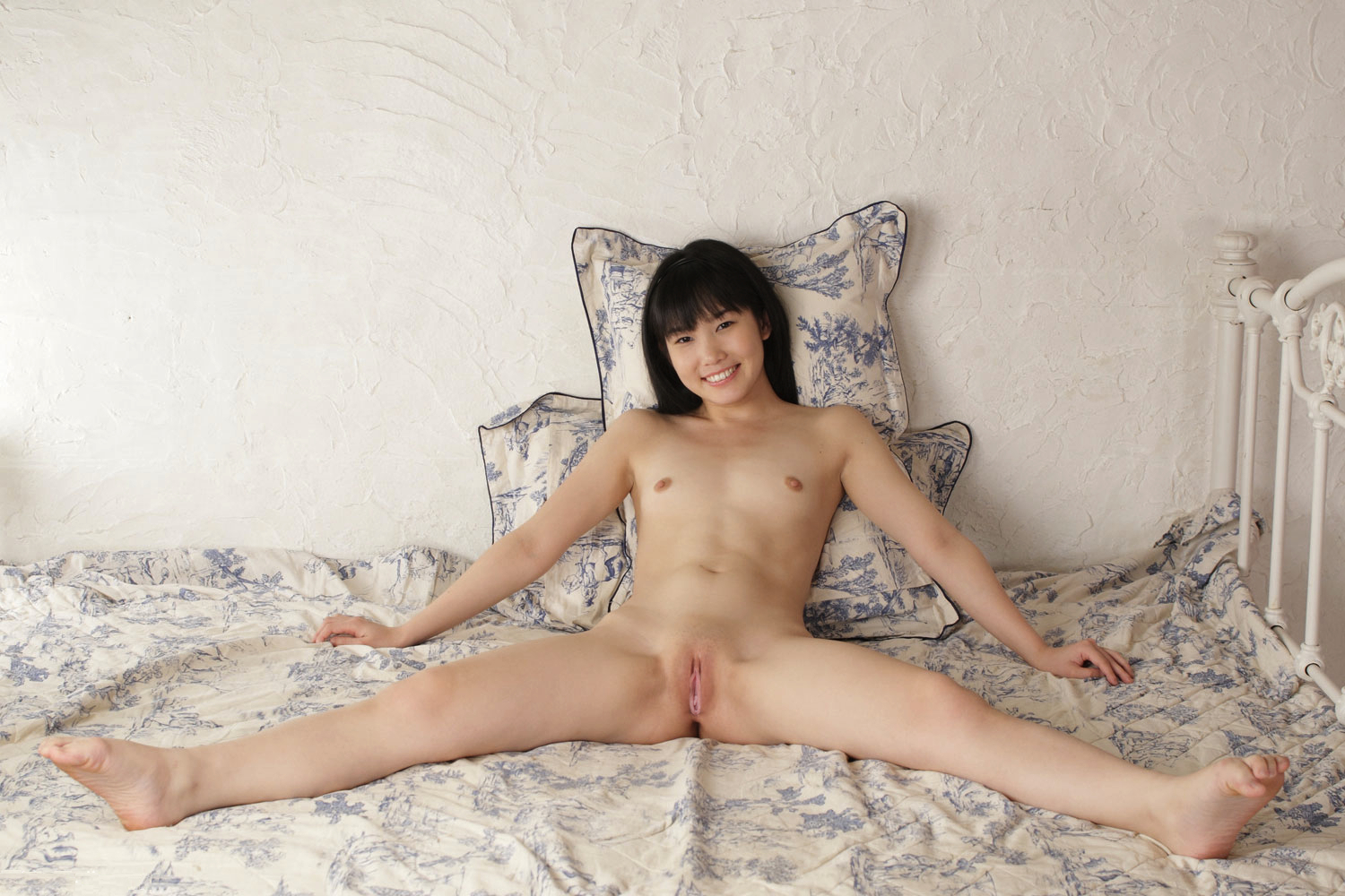 spread Asian legs girl