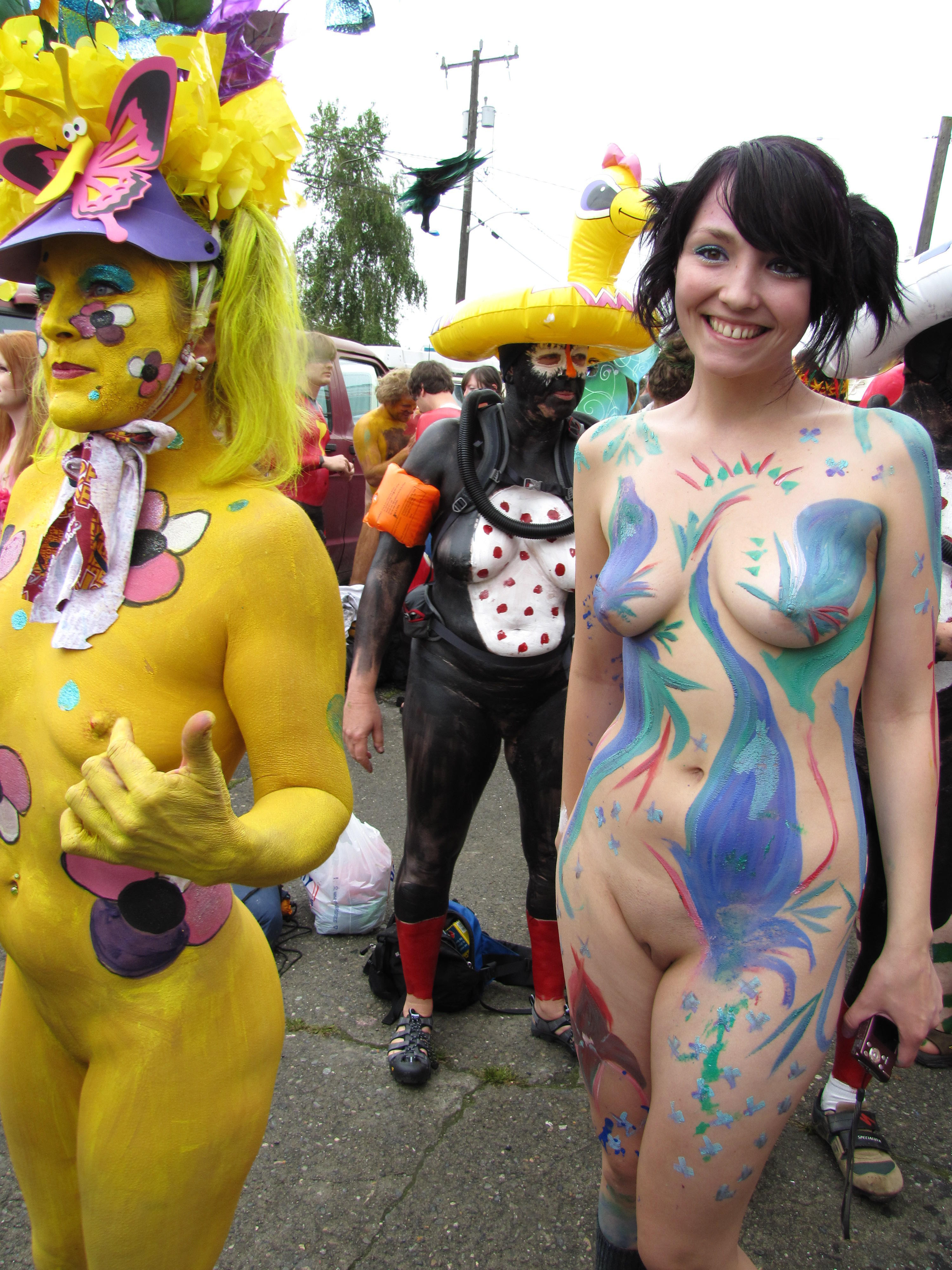 naked-cosplay-in-public-bade-nude