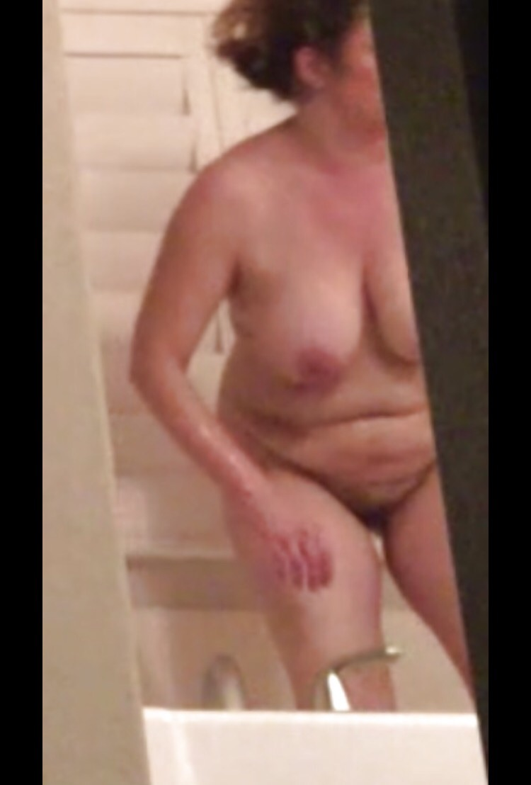 caught-nude-with-mom