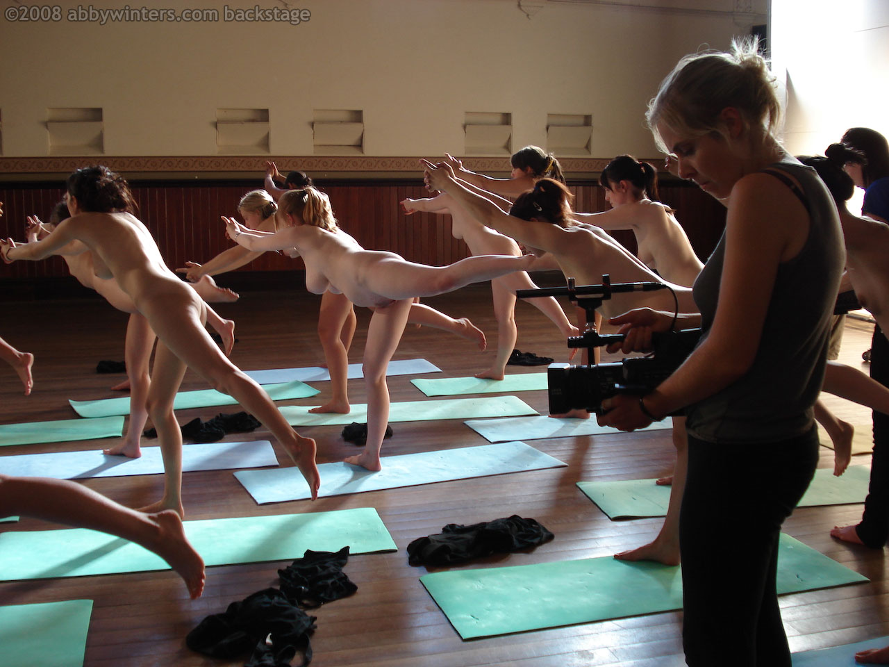 abby winters nackt yoga