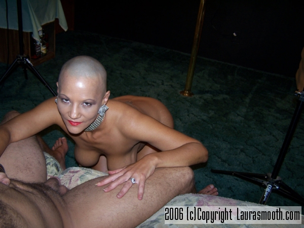 naked bald girls