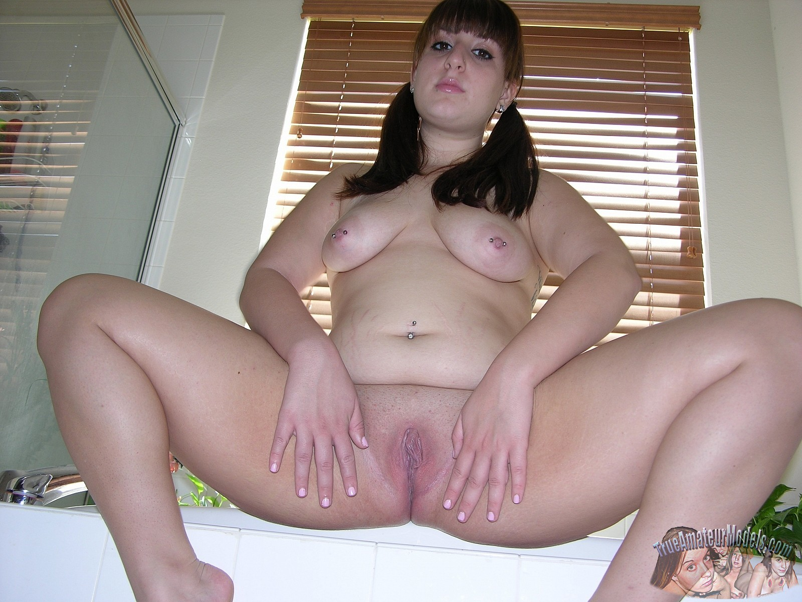 Chubby Bbw Teen Models Nude And Shows Her Fat Ass
