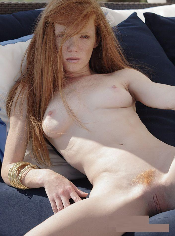 Large red hairy pussy lips