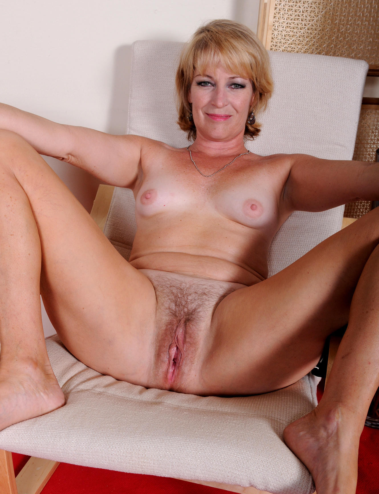 Shaved old mom pussy — photo 10