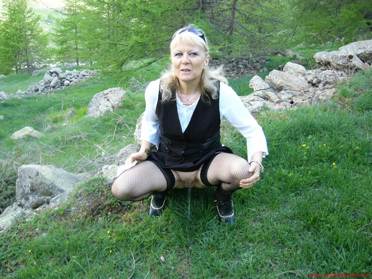 Pics and galleries pissing girls moms