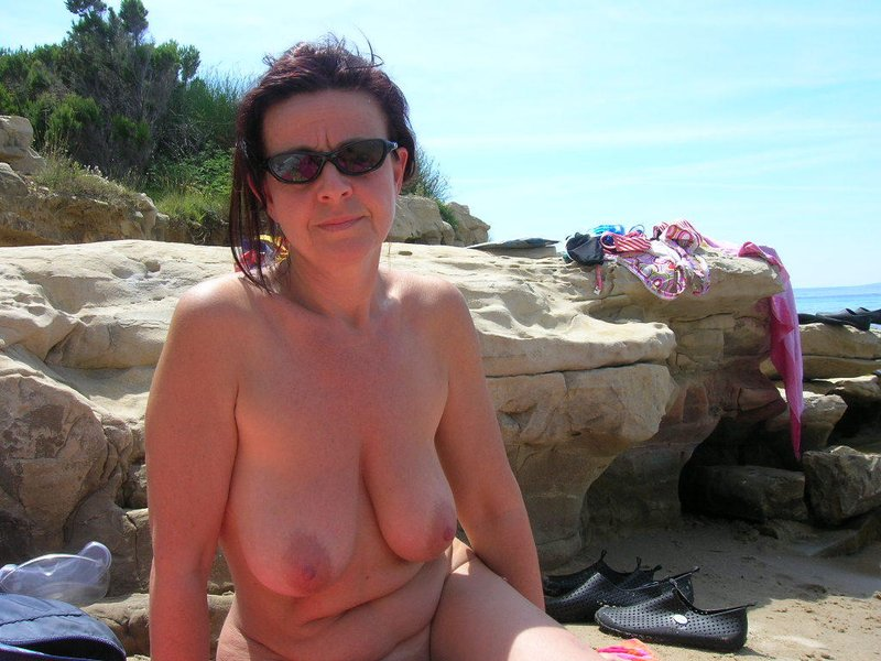 mature-moms-beach-topless