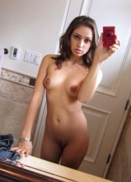 selfies nude Latina women