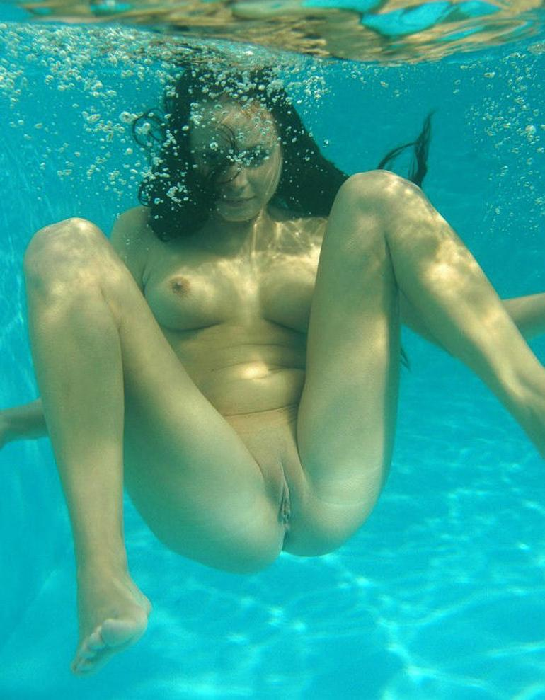 Swim hot sexy nude girl — pic 15
