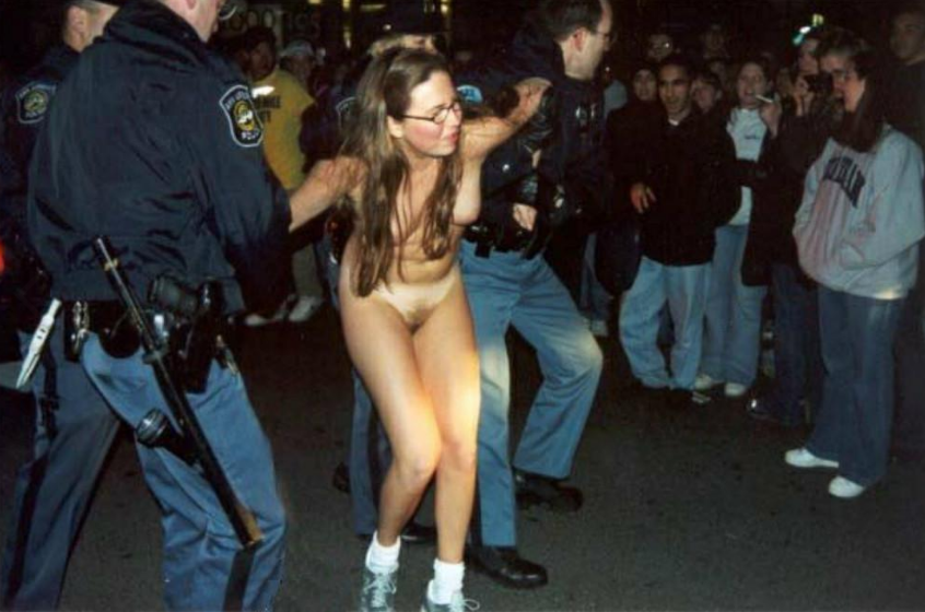 Chicago Officials Tried To Block Photo Of Police Arresting Naked Woman In Botched Raid