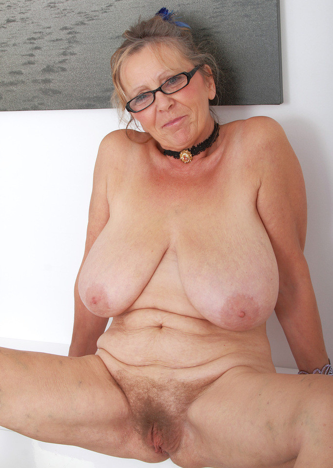 naked-lips-nude-buxom-grannies