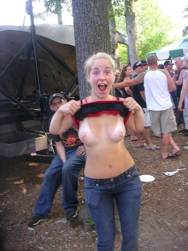 Show your tits in public