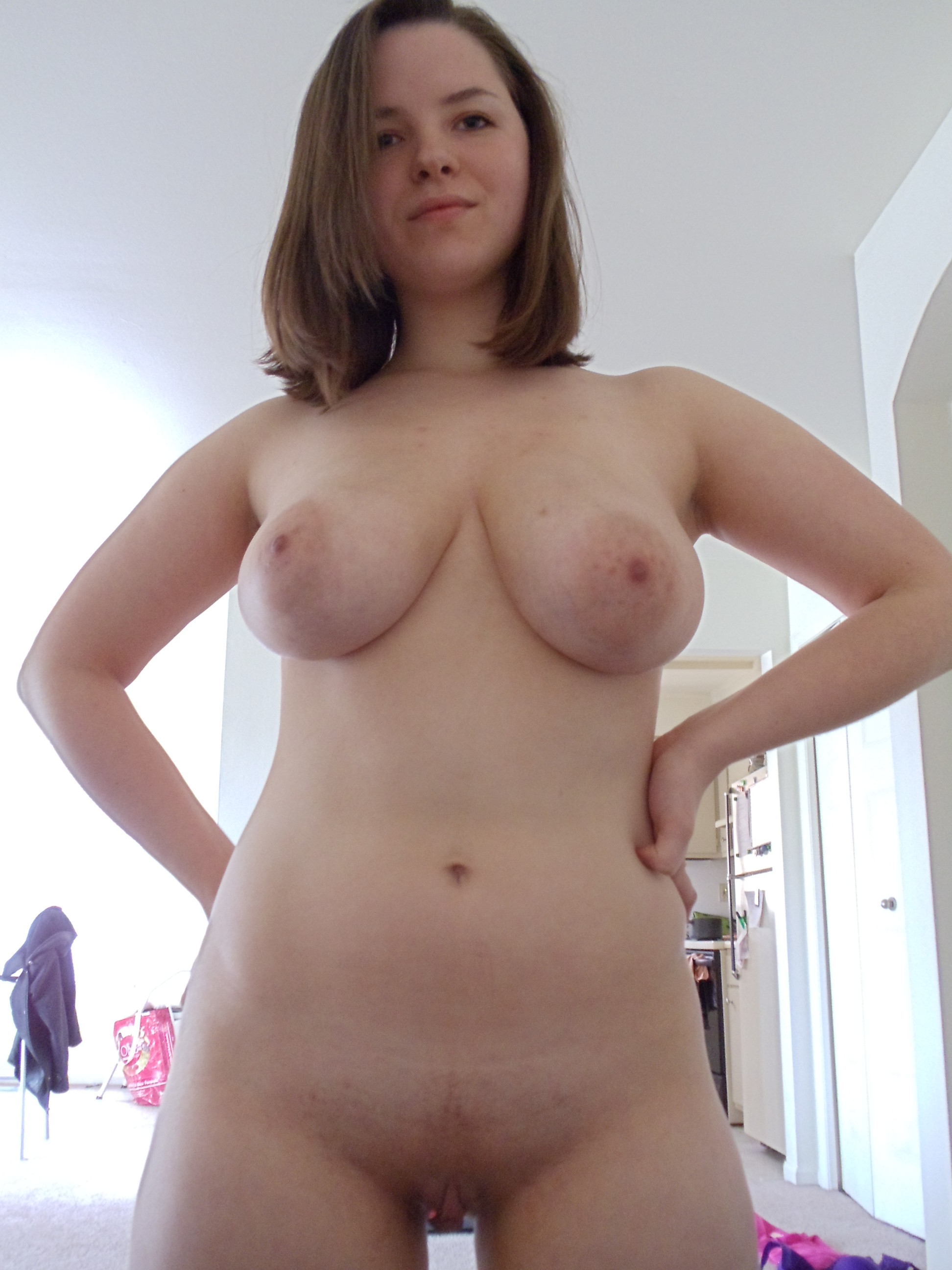 Big tits and wide hips nude pics