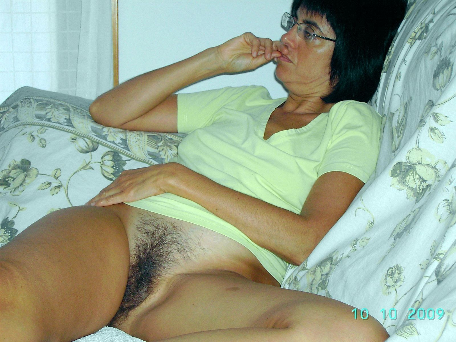 spanish Beautiful hairy girls pussy