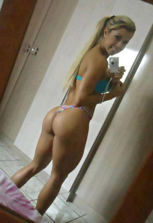 hottest-naked-babes-selfies