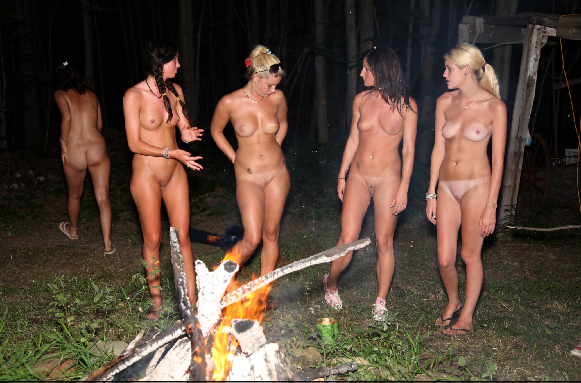 naked-girl-camp-shower