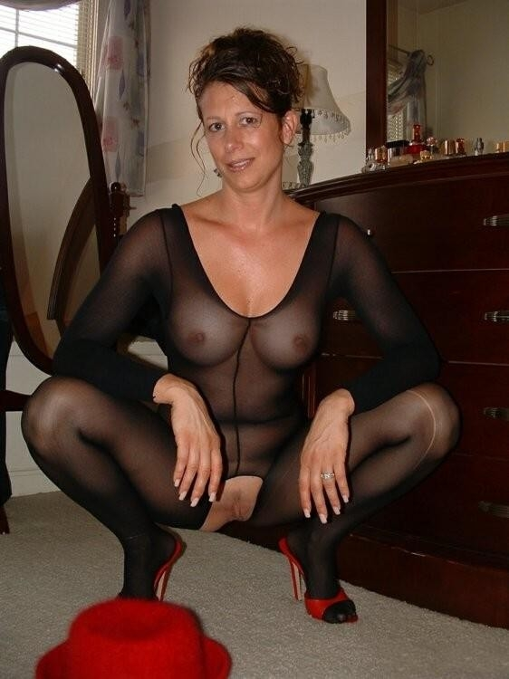 mature pantyhose pussy show