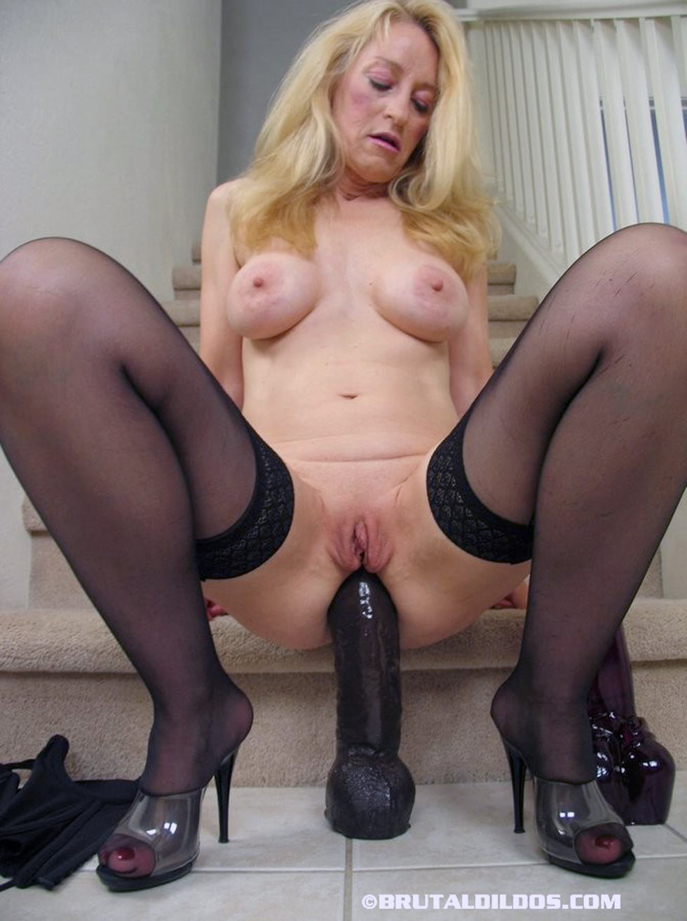 pure-lady-playing-with-mature-sextoys