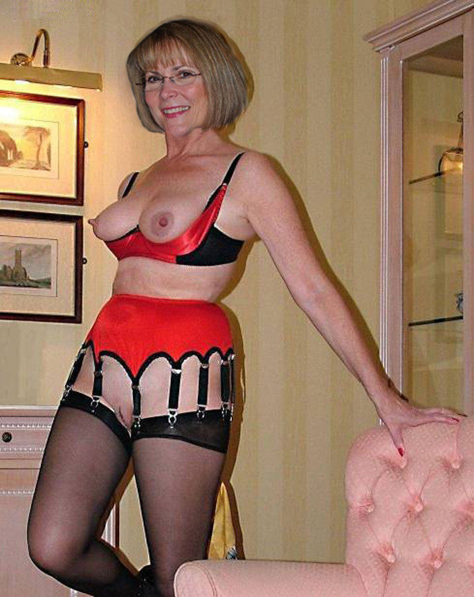Will refrain Mature milf in lingerie and stockings sex with