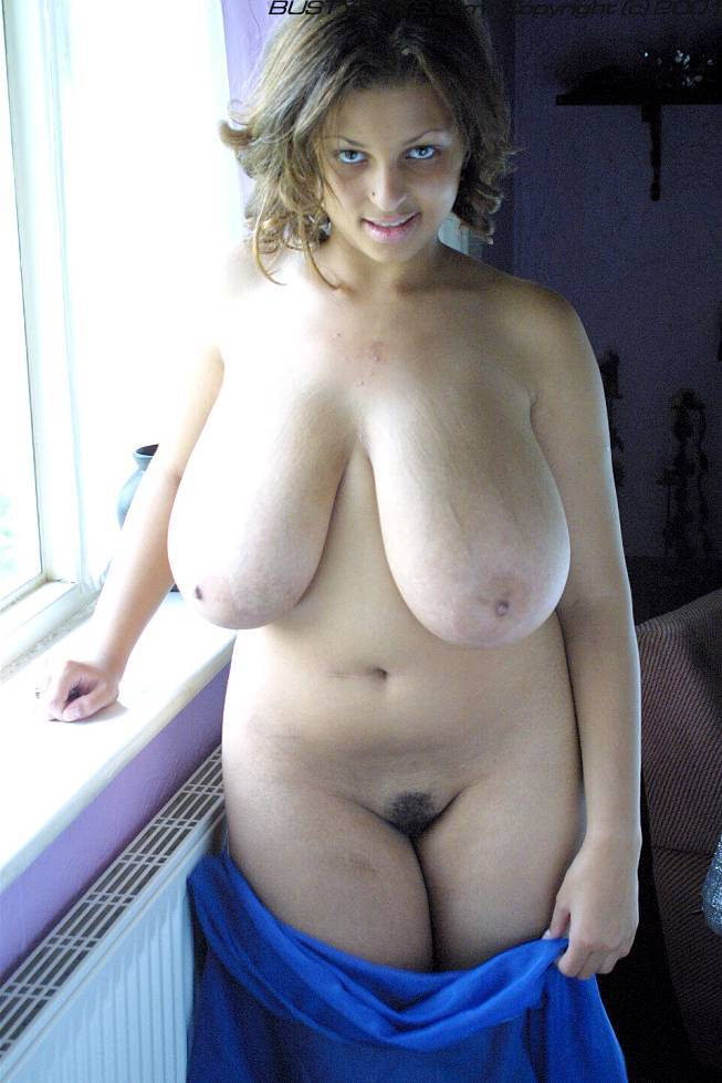 Amateur saggy hugue boobs