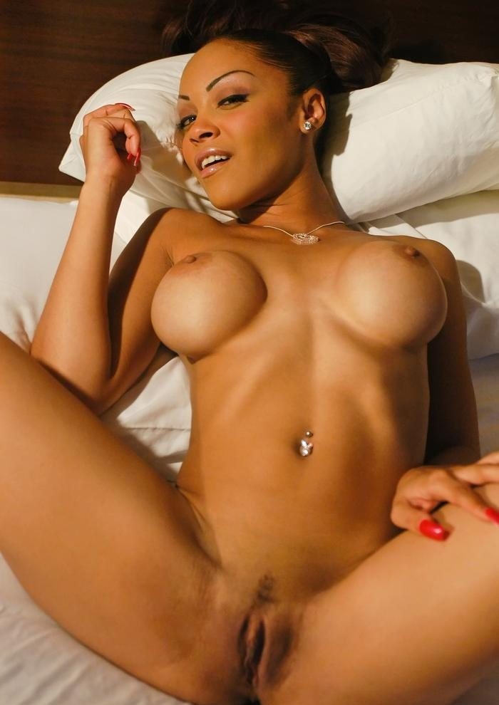 Ebony babe bitchies girls naked