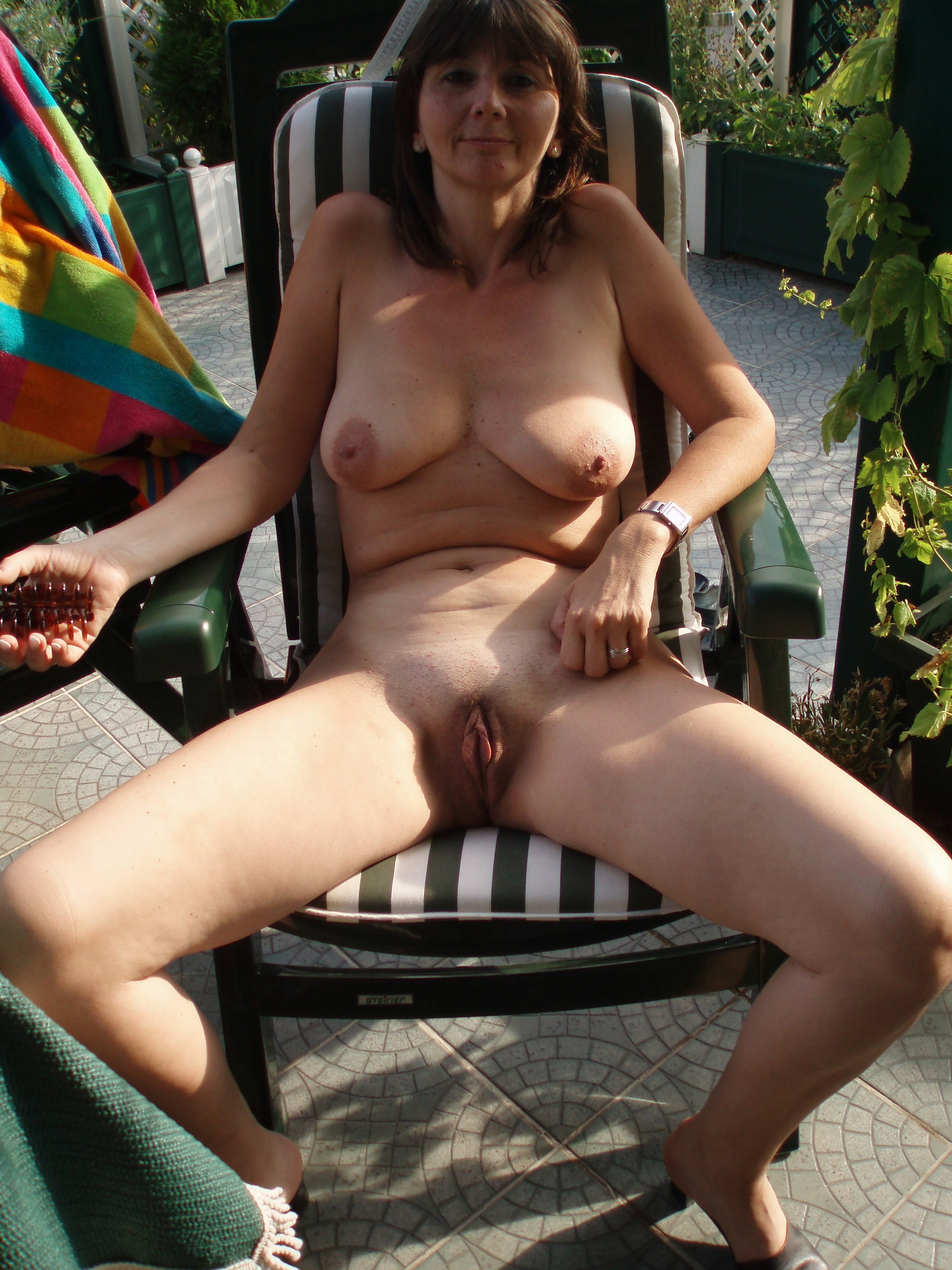 Free Hairy, Saggy Tits, Outdoor Pictures
