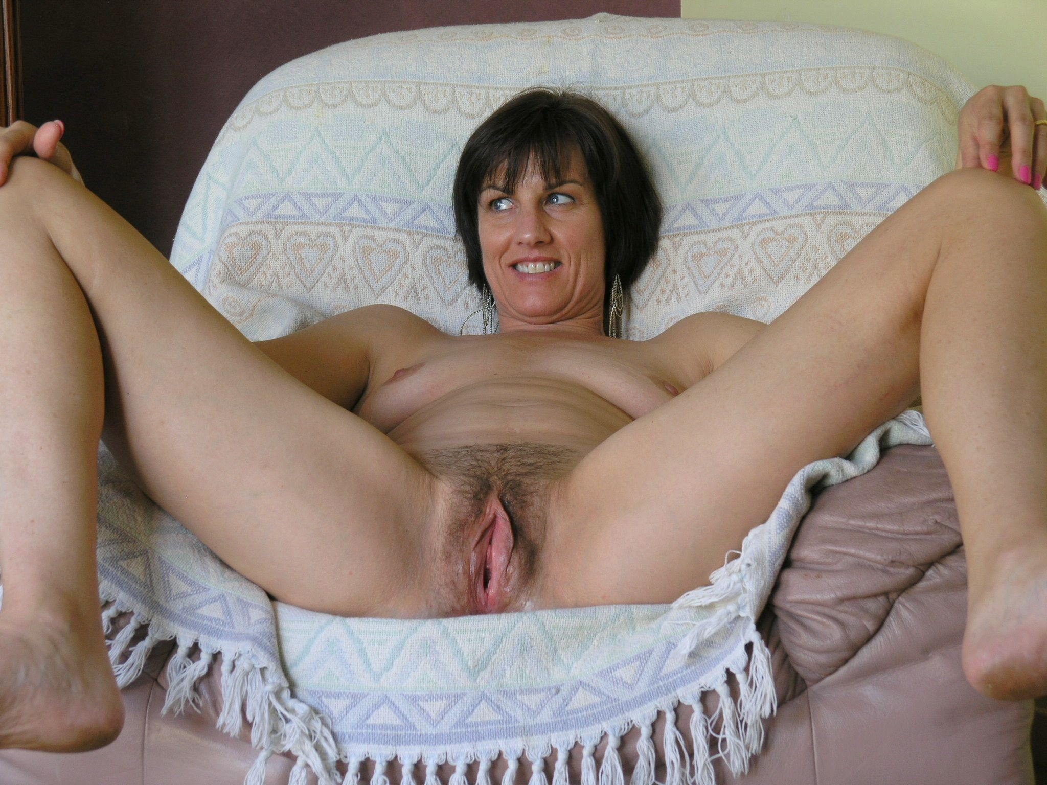 housewife naked Amateur