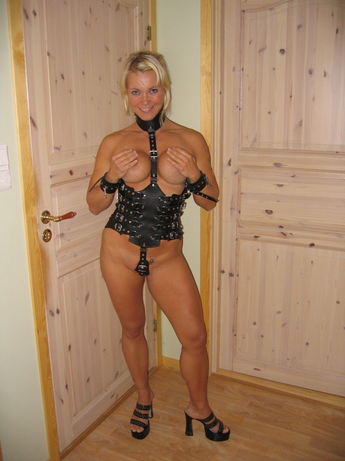 mature blonde norwegian milf