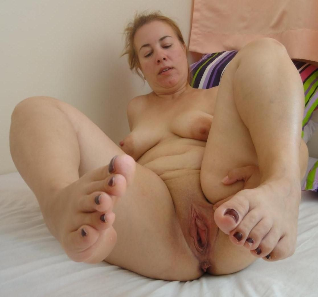 827 mature chubby bbw amateur chubby mature shaved shaved wet pussy