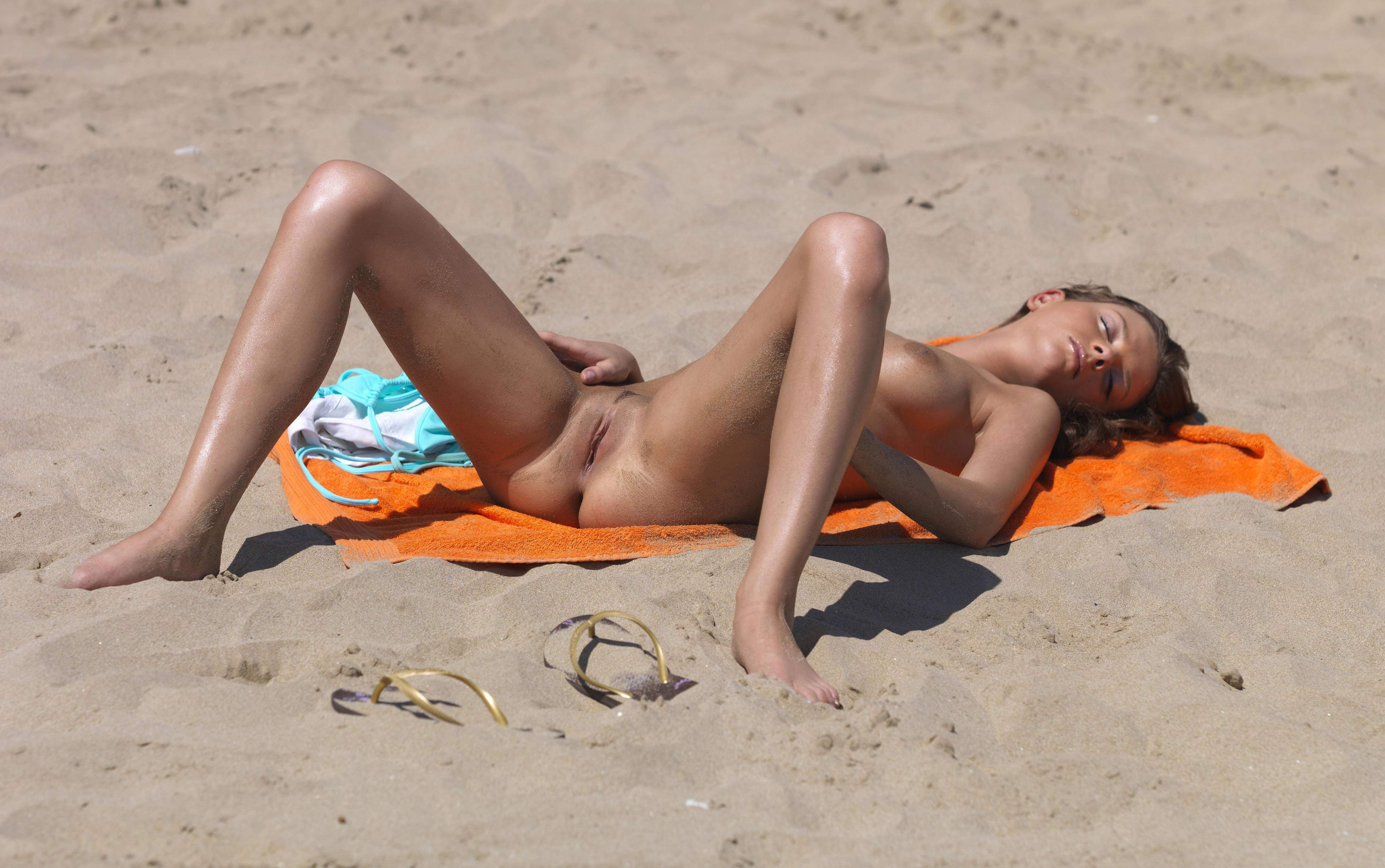 Women in topless bikinis at beach pictures