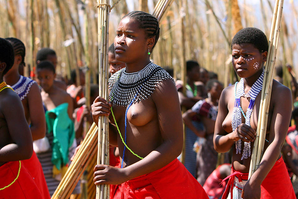 Girls dance south reed african