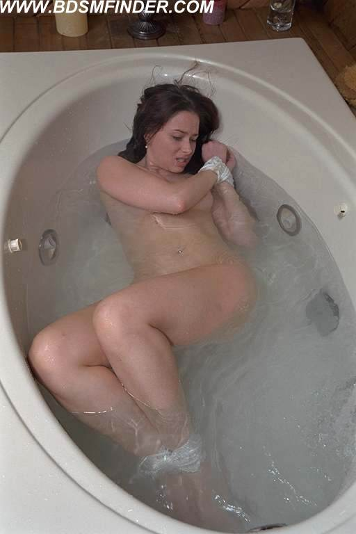 Bath bondage tub