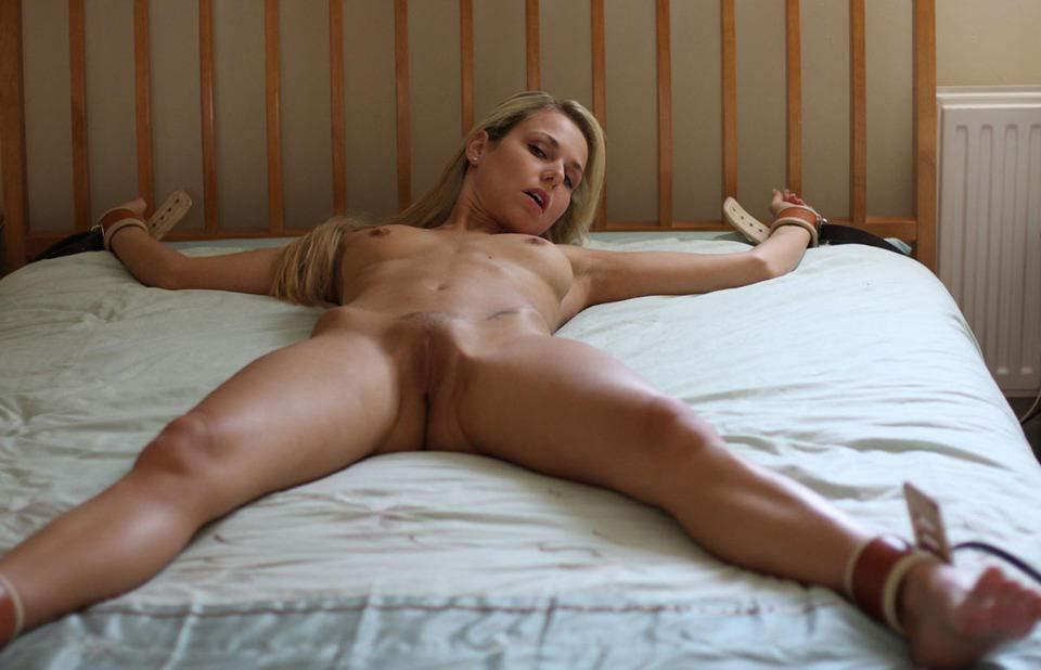 Naked bed gf mature in