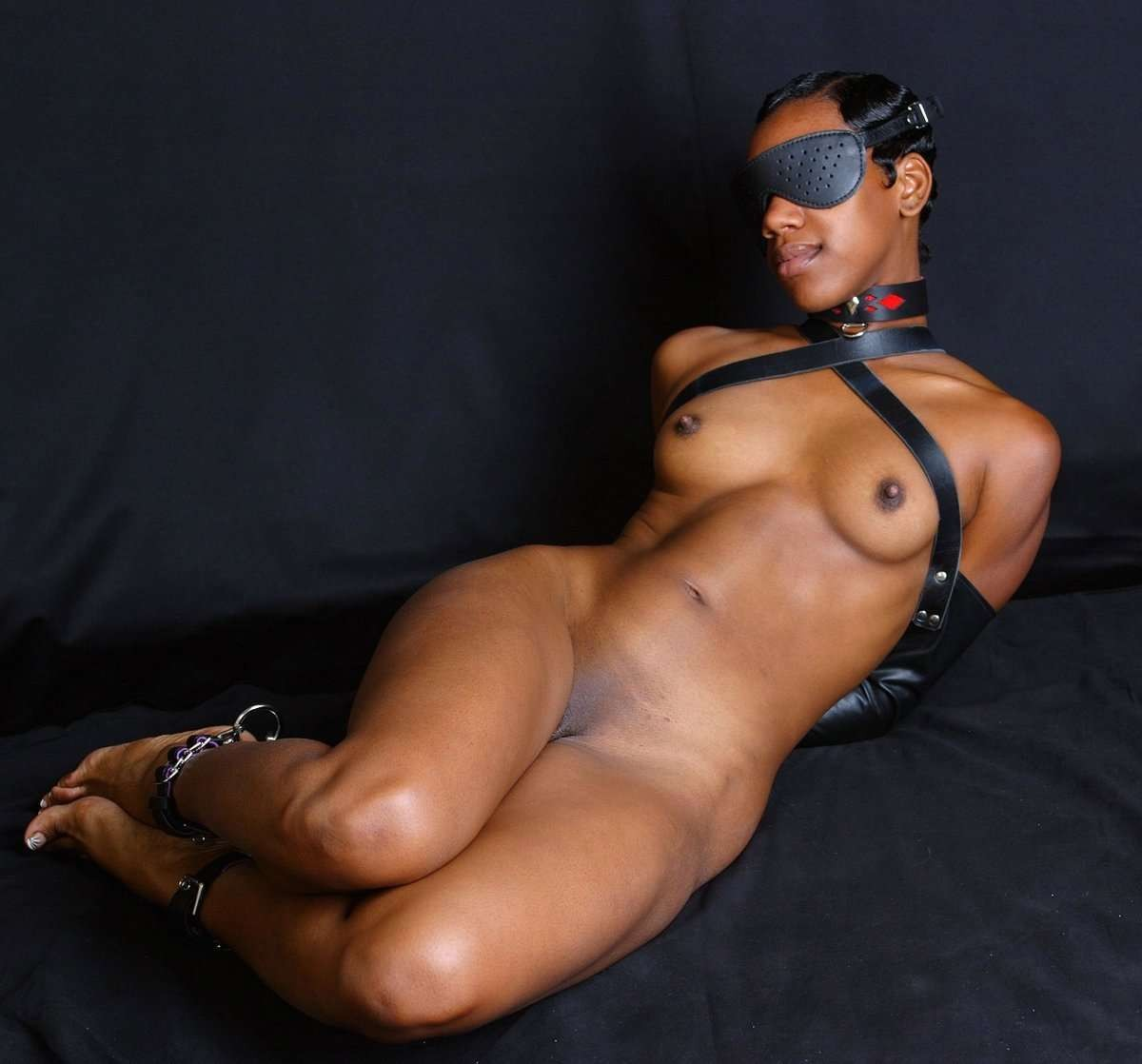 Amateur ebony girl gagged with hands tied takes it doggystyle 2